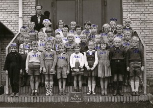 1957e